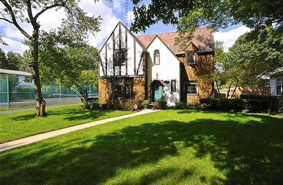 The home of former Notre Dame coach Knute Rockne is on the market for the first time since 1929