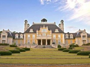 a-27-acre-estate-in-alabama-was-built-to-look-like-versailles