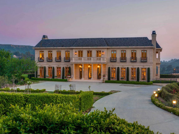 welcome-to-the-wallingford-estate-a-22000-square-foot-home-on-the-outskirts-of-one-of-los-angeles-most-expensive-districts