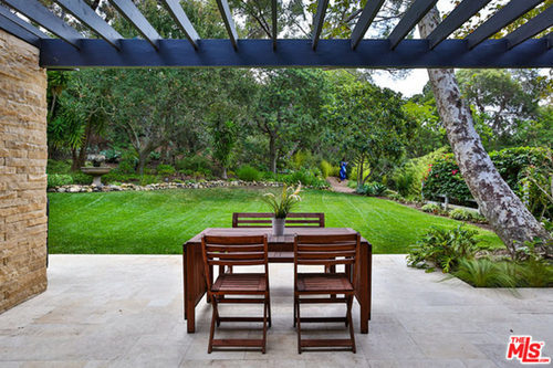 Miley-Cyrus-Malibu-CA-Real-Estate-PAtio