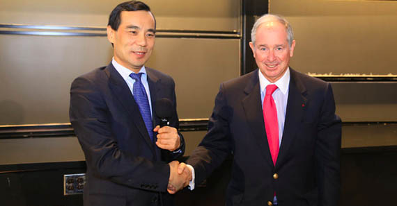 From left: Anbang's Wu Xiaohui and Blackstone's Stephen Schwarzman at a Harvard University event in early 2015 (credit: Anbang Insurance Group)