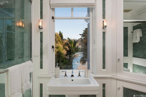 even-this-bathroom-has-a-direct-view-of-the-outdoors