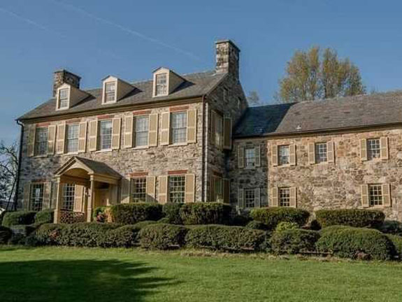 a-1-million-georgian-style-mansion-in-maryland-sits-on-three-acres-of-land