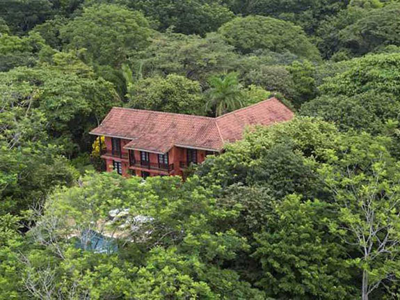 playa-barrigona-is-located-on-the-nicoya-peninsula-a-completely-secluded-section-off-the-western-coast-of-costa-rica