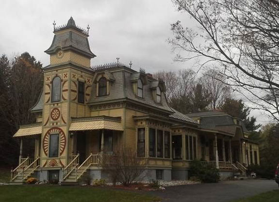 this-999000-victorian-romantic-mansion-in-vermont-still-features-many-original-1840s-touches