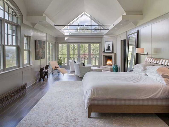 the-master-bedroom-basically-looks-like-its-own-cabin