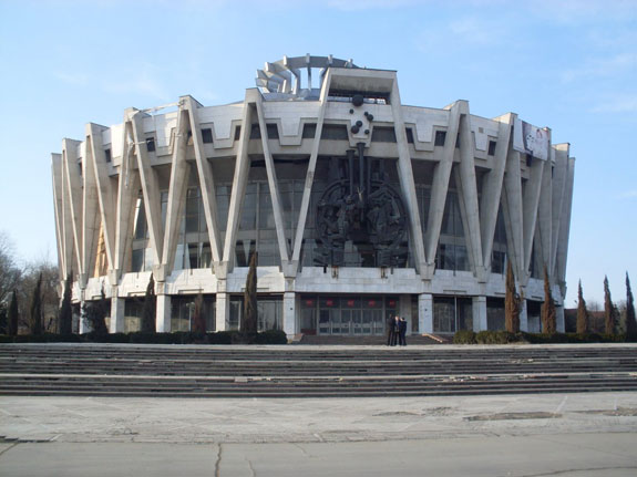 in-chisinau-moldova-this-ugly-1981-circus-is-now-abandoned
